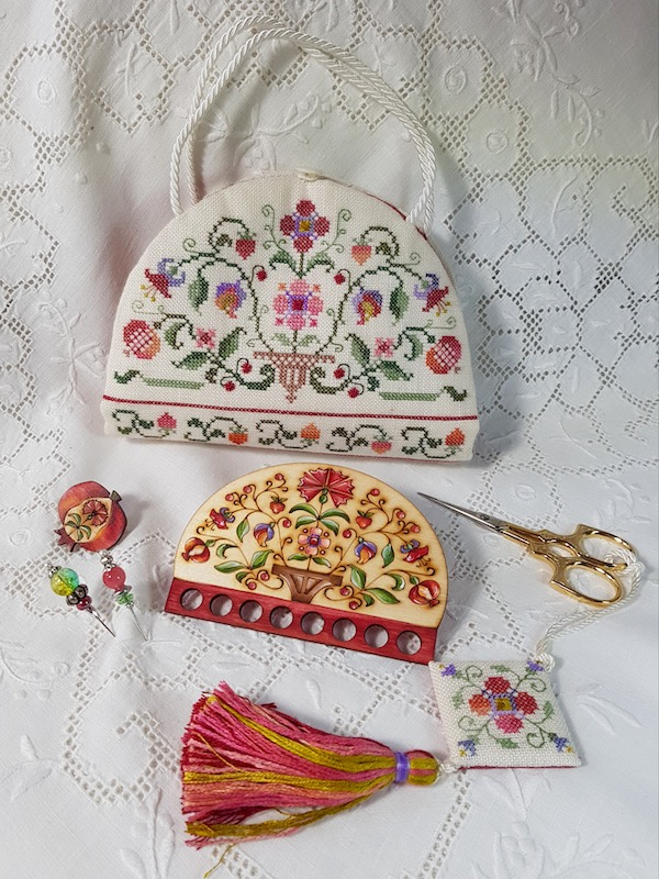 embroidered sewing etui dedicated to colonial williamsburg with scissor fob scissor case and wooden thread keeper