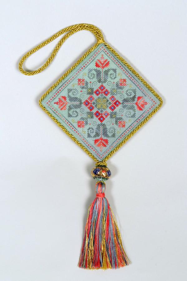 D5 Christmas Ornament deruta with tassle